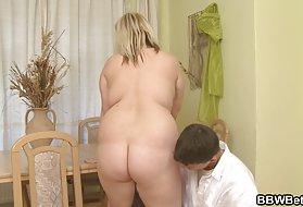 Девушка мастурбирует и кончает порно Большие сиськи толстая девушка худой парень горячий секс
